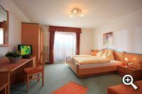 Dreibettzimmer in der Pension Sonnblick in Westendorf